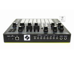 NOVATION Circuit Mono Station Синтезатор аналоговый