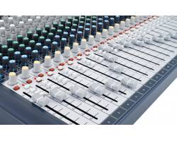 SOUNDCRAFT Signature 22 Микшерный пульт