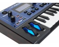 NOVATION MININOVA  Синтезатор